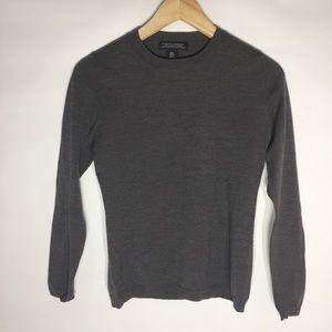Banana Republic will blend light simple sweater